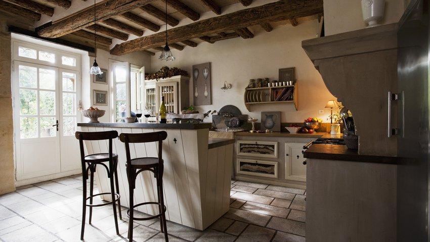 барная стойка на деревенской кухне