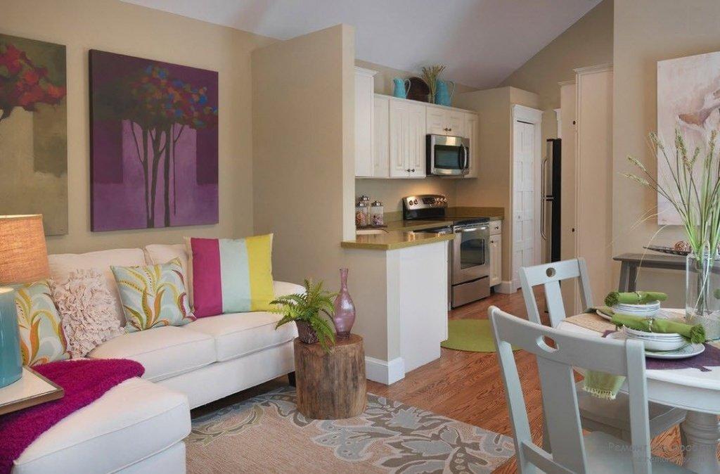 яркий интерьер квартиры-студии