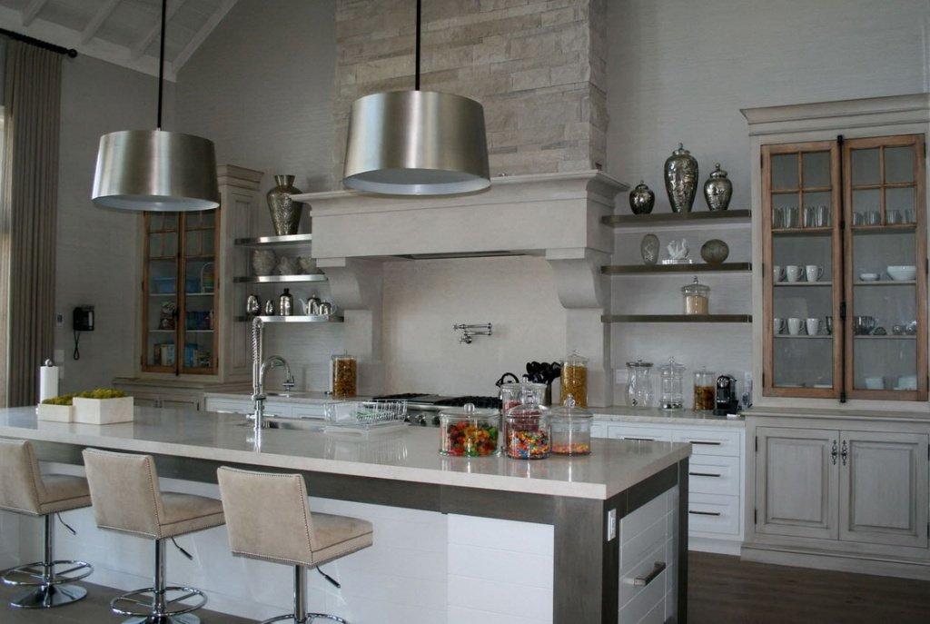 романтичная кухня в светлых тонах